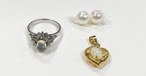 メキシコオパールリングとオーストラリアオパールペンダントと真珠ネックレスの余ったパール2個でジュエリーリフォーム