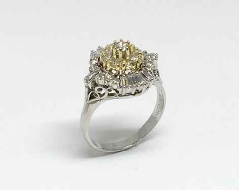 形見のダイヤモンドファッションリングと中石の無い空枠が一体になり、あたかもモン・サン‐ミッシェルを彷彿させるリングになりました。